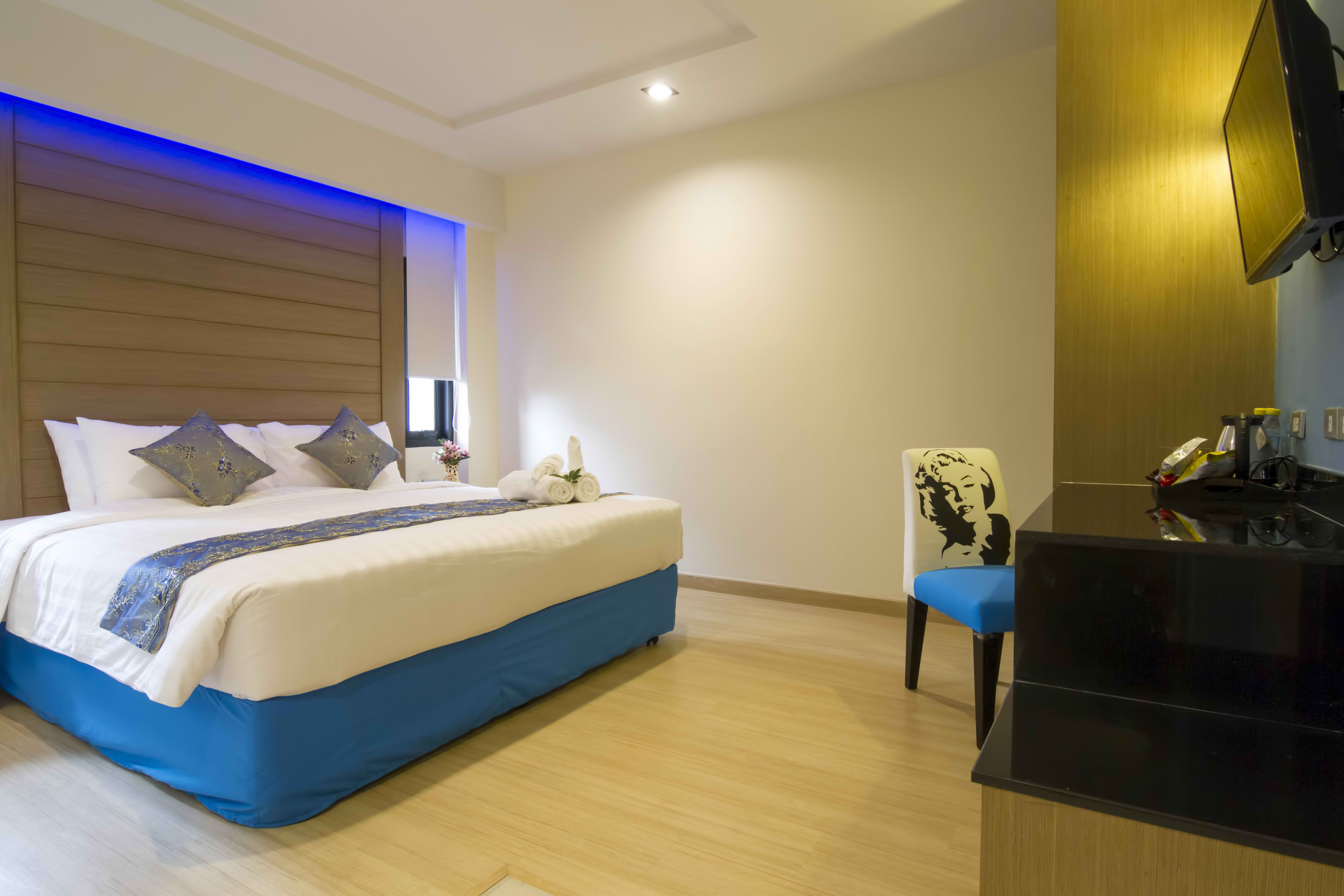 Eleven Avenue Suites Bangkok Deluxe King